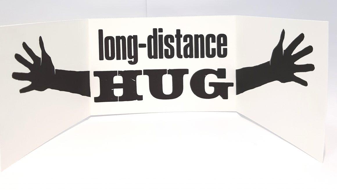 Long distance hug – Studio Zeedauw (drieluik kaart)